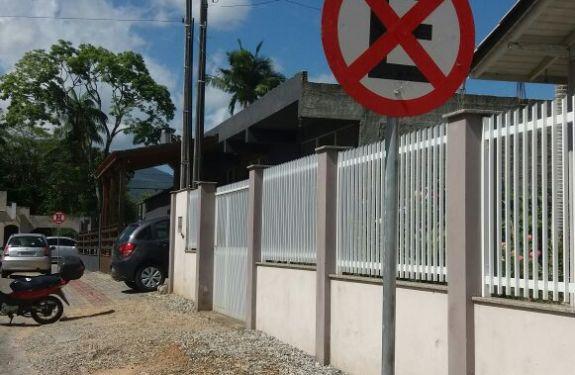 Trecho de rua em Camboriú terá estacionamento apenas no lado direito