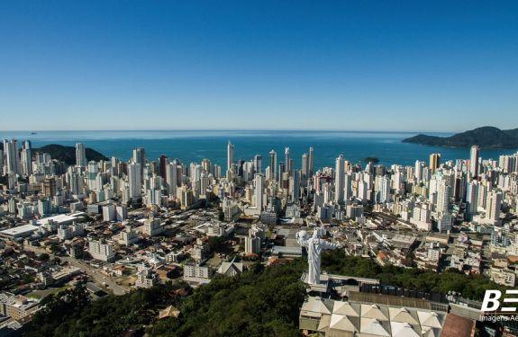 Turismo prevê alta no movimento de outubro deste ano em Balneário Camboriú