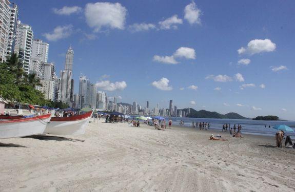 Turistas voltam a confirmar reservas para o feriadão em Balneário Camboriú