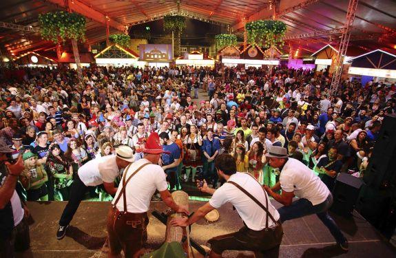 Última semana da Oktoberfest começa com entrada gratuita