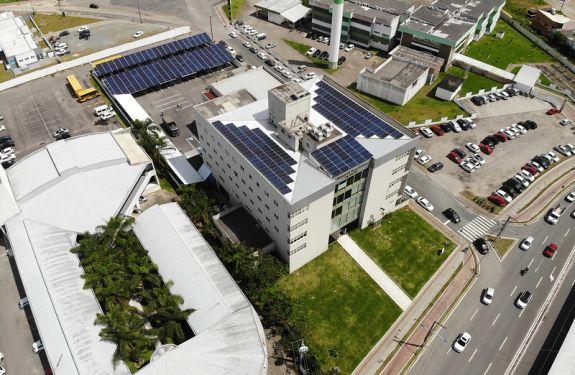 Usina de energia solar da Câmara de Itajaí...