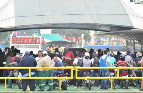 Vereador pede fim da cobrança ao carona de moto no ferry boat
