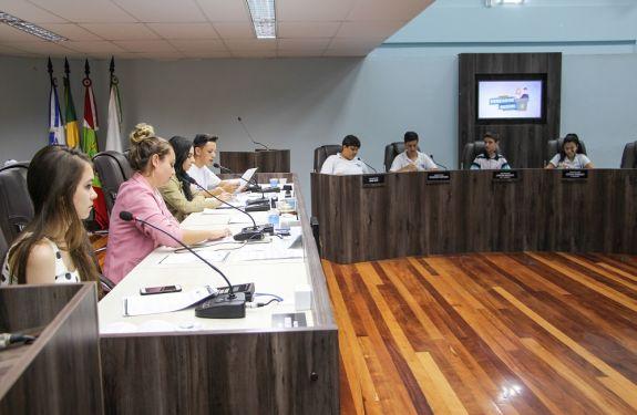 Vereadores mirins elegem nova Mesa Diretora e aprovam projetos