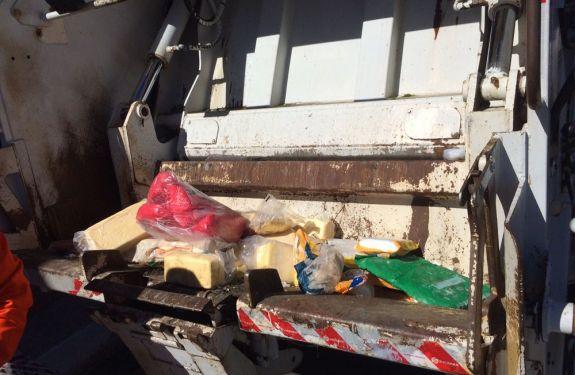 Vigilância Sanitária apreende 200 kg de alimentos vencidos