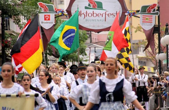 Vila Itoupava receberá desfile da Oktoberfest pela primeira vez
