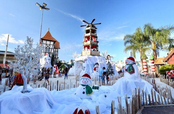 Visitantes de todo o país vêm a Blumenau para o Magia de Natal