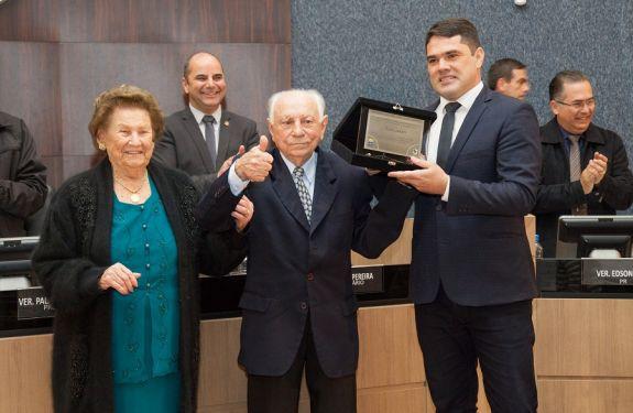 Alvim Sandri recebe homenagem da Câmara de Itajaí
