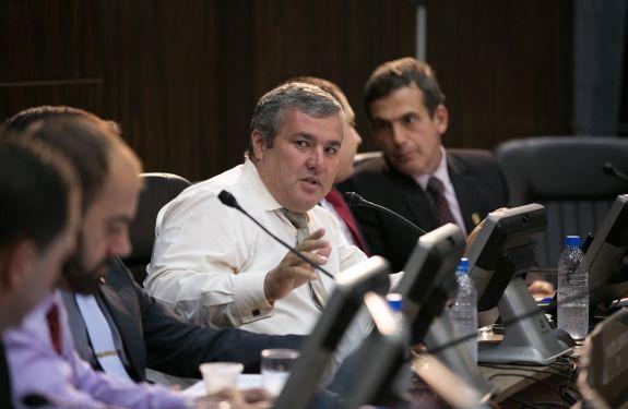 Fernando do Ônibus quer informações sobre comércio na Beira-Rio
