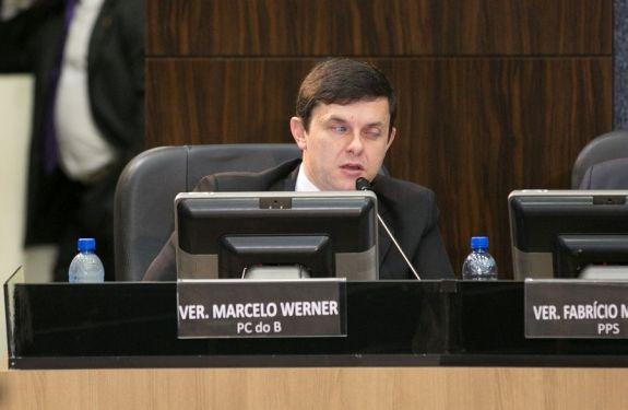 Marcelo Werner pede melhoria na rede elétrica do bairro Espinheiros