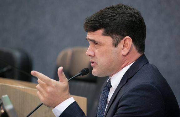 Robison Coelho pede urbanização de Praça na rua Jorge Mattos