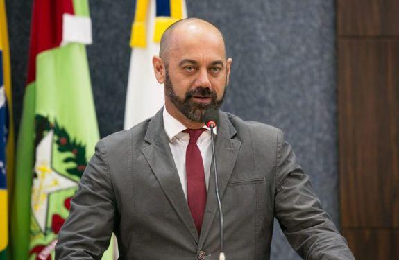 Vereador Acácio pede manutenção da Praça Marechal Cândido Rondon
