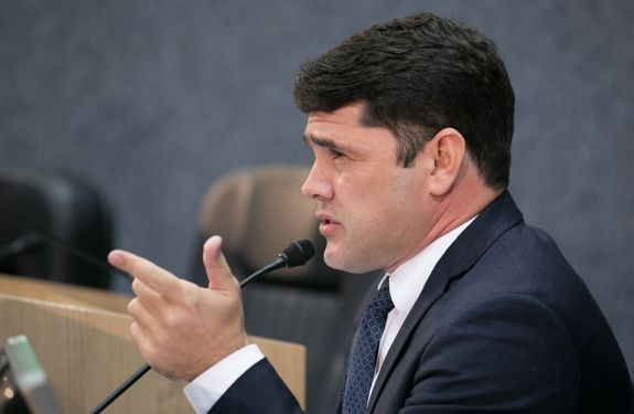 Vereador faz perguntas sobre a abertura de empresas no município