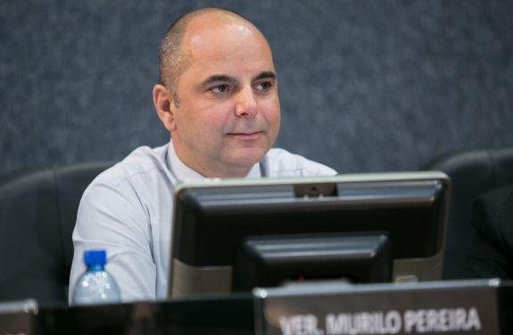 Vereador Murilo alerta para buracos na Rua Brusque