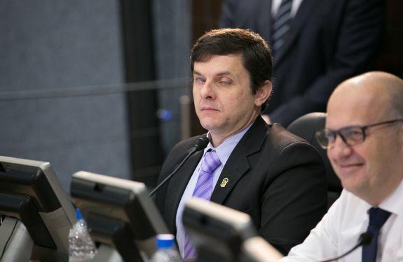 Werner questiona disponibilização de intérpretes de libras nas unidades de saúde