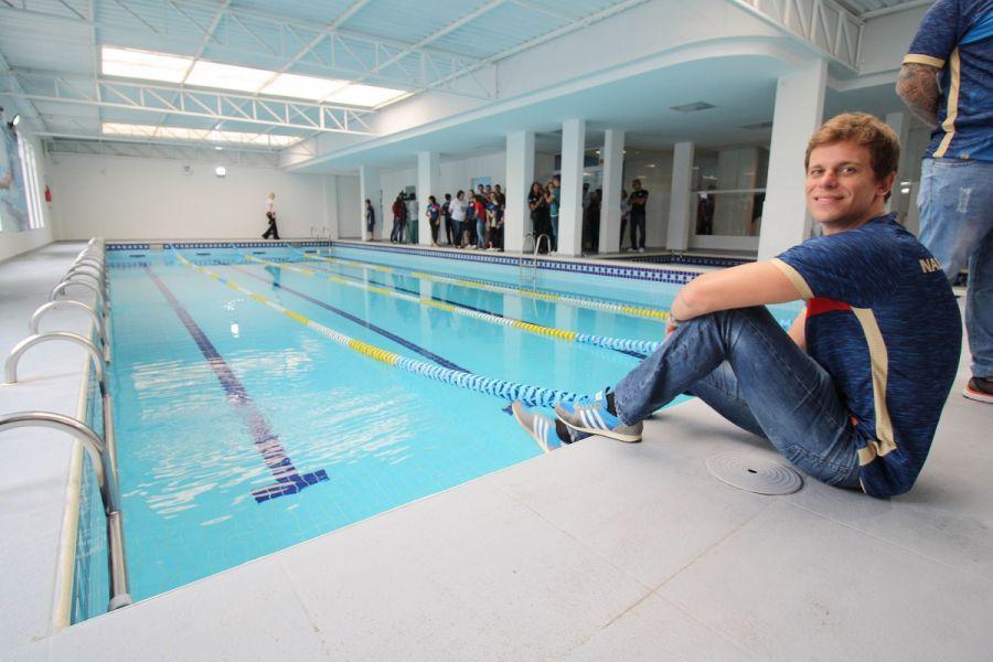 d463437b6 Itajaí ampliou o maior núcleo de natação gratuita do País. Com a presença  do campeão olímpico e mundial Cesar Cielo