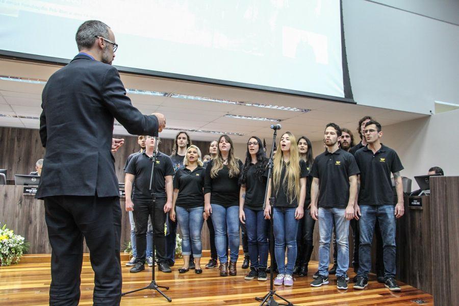00359169c Pela contribuição com a implantação da Fundação Pró-Rim na cidade de  Balneário Camboriú, foram entregues moções de congratulação a: Ceres  Fabiana Felski da ...